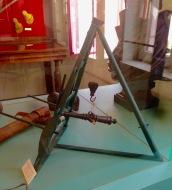 Modèle réduit de chèvre Gribeauval soulevant un tube. Modèle antérieur à 1803. Don du Premier Consul ©Eva Renucci