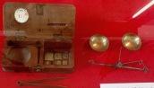 Balance-trébuchet (mesure en carat soit 0,205g) ©Eva Renucci