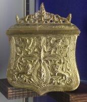 Boîte à poudre au motif des lions en bronze XVIIIe s. ©Eva Renucci